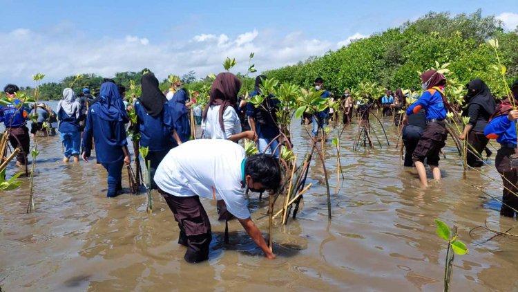 Gelar WCD 2021, GenBI Tasik Ajak Masyarakat Peduli Lingkungan Pesisir Pantai