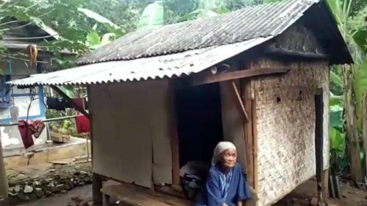 Rumah Janda Anak Satu Direhab Warga