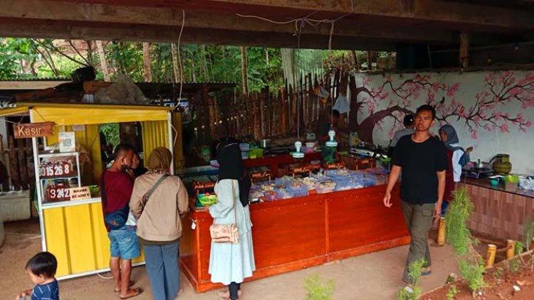 Warung Seblak di Kolong Jembatan Ini Jadi Buruan Pecinta Kuliner