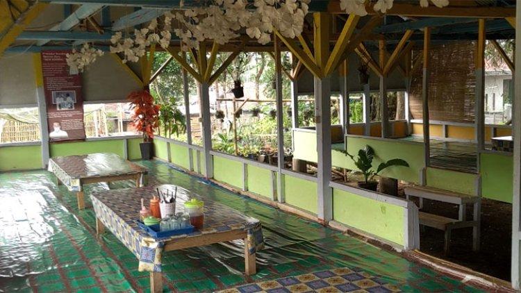 Lesehan Asep Lele, Rumah Makan Nuansa Alam dan Kebun Bunga