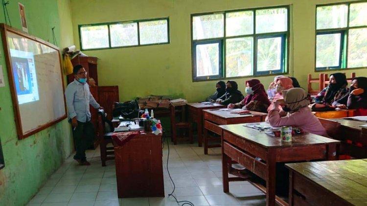 Peduli Pendidikan, Kades Mandalamekar Dirikan Universitas Emper Masigit